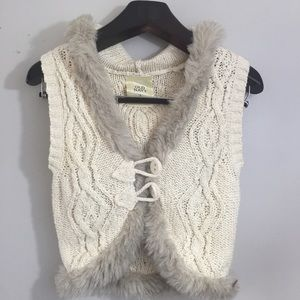 Old Navy faux fur trimmed vest. Small